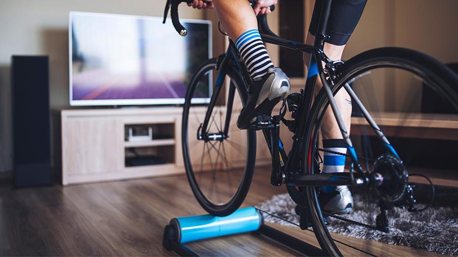 El ciclismo es un deporte que genera una sensación de bienestar y ayuda a liberar ansiedad y estrés. Prueba el ciclismo indoor y conoce sus ventajas.